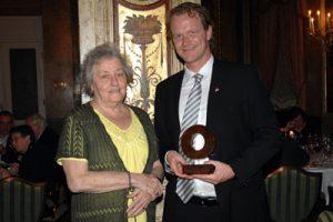 Award to Eva Tongue